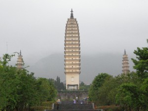 Dali City, Three Pagodas Photo Hennie Sluimer 2007