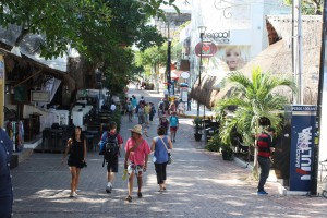 Playa del Carmen, Avenida 5 Photo Ed Sluimer 2015